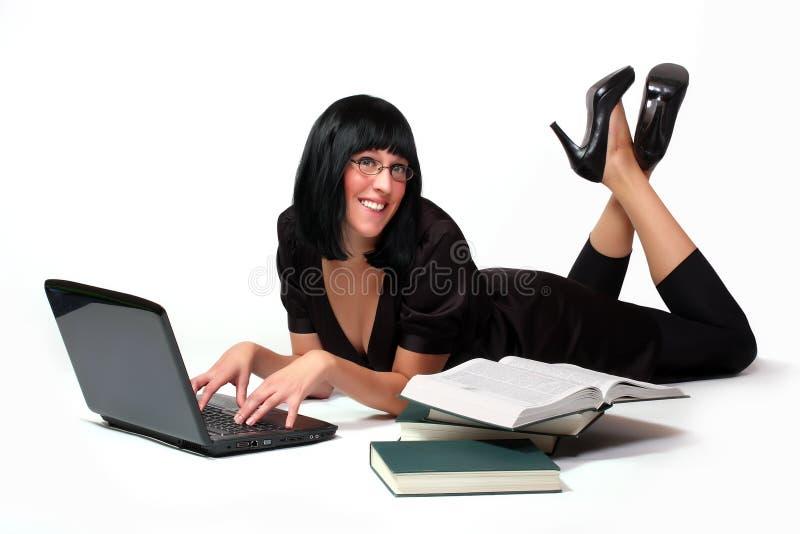 Portrait eines attraktiven Geschäftsmädchens lizenzfreie stockbilder