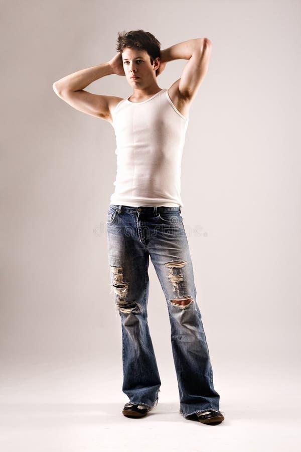 Portrait eines beiläufigen Mannes in den Jeans lizenzfreies stockfoto