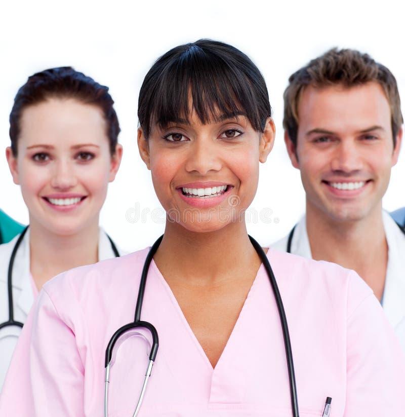 Portrait eines Doktors und ihres Ärzteteams lizenzfreie stockfotografie