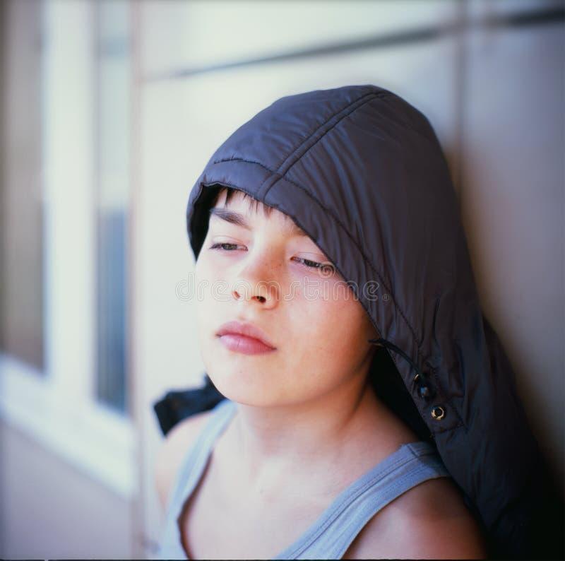 Portrait eines durchdachten Jungen lizenzfreies stockbild