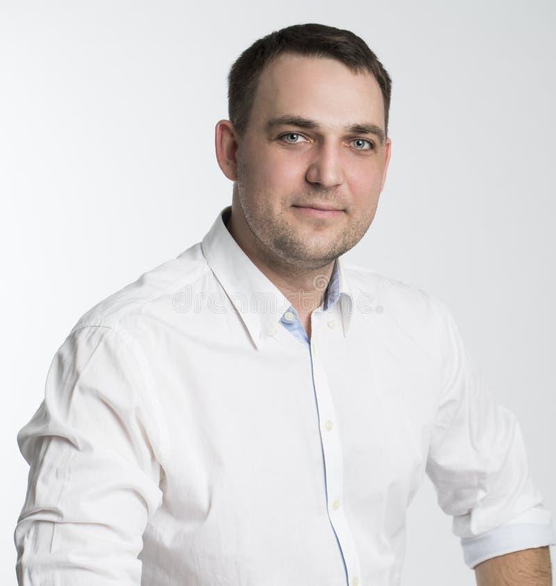 Portrait eines freundlichen Geschäftsmannes stockbild