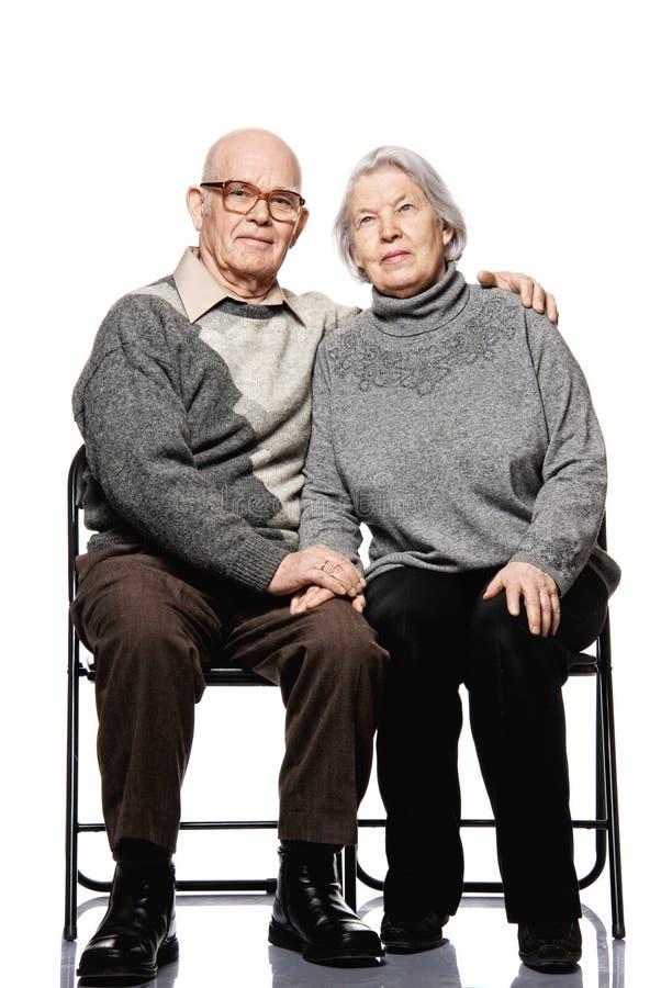 Portrait eines glücklichen älteren Paares stockfotos