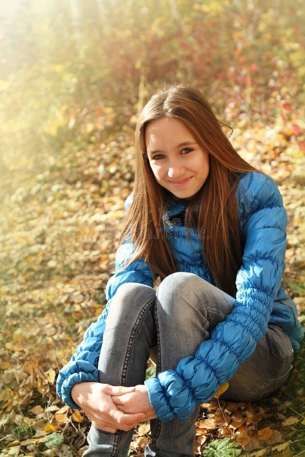 Portrait eines glücklichen jugendlich Mädchens lizenzfreie stockbilder