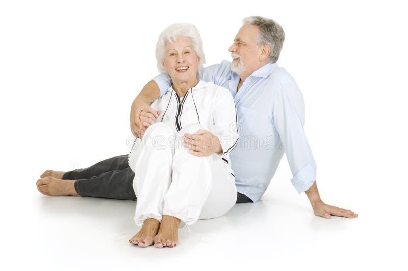 Portrait eines glücklichen Paares der älterer Personen lizenzfreie stockfotografie