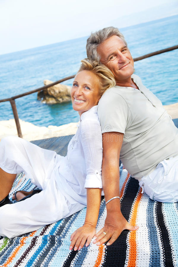 Portrait eines glücklichen romantischen Paares stockfoto