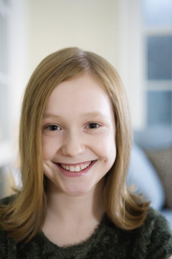 Portrait eines jungen blonden Mädchens lizenzfreie stockfotografie