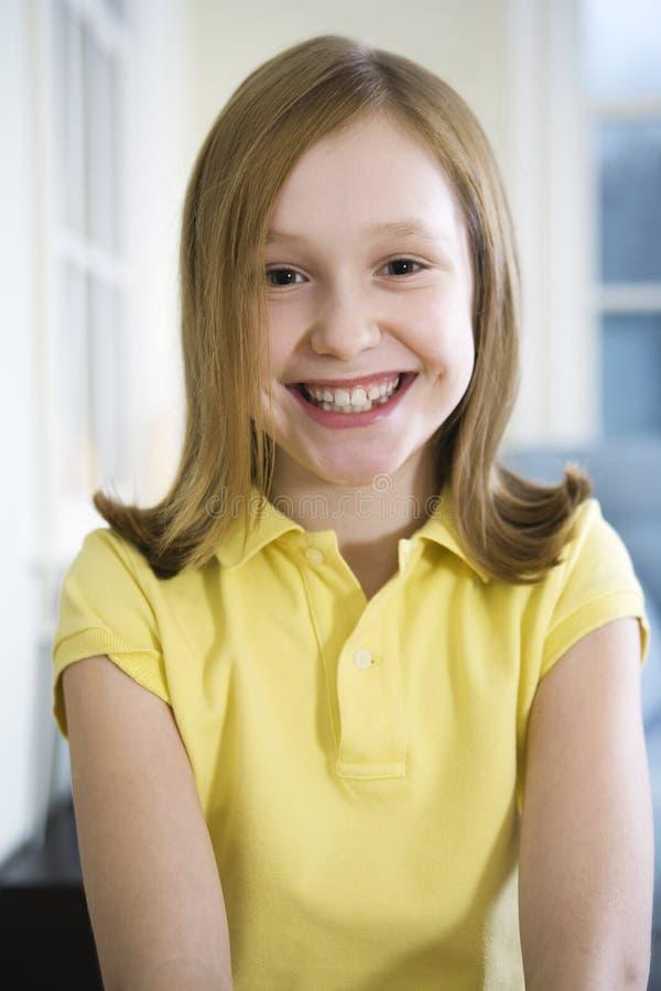 Portrait eines jungen blonden Mädchens stockfotos