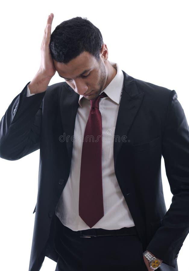 Portrait eines jungen Geschäftsmannes, der niedergedrückt schaut lizenzfreie stockbilder