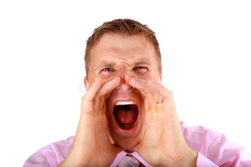 Portrait eines jungen Mannes, der heraus loud schreit stockfoto