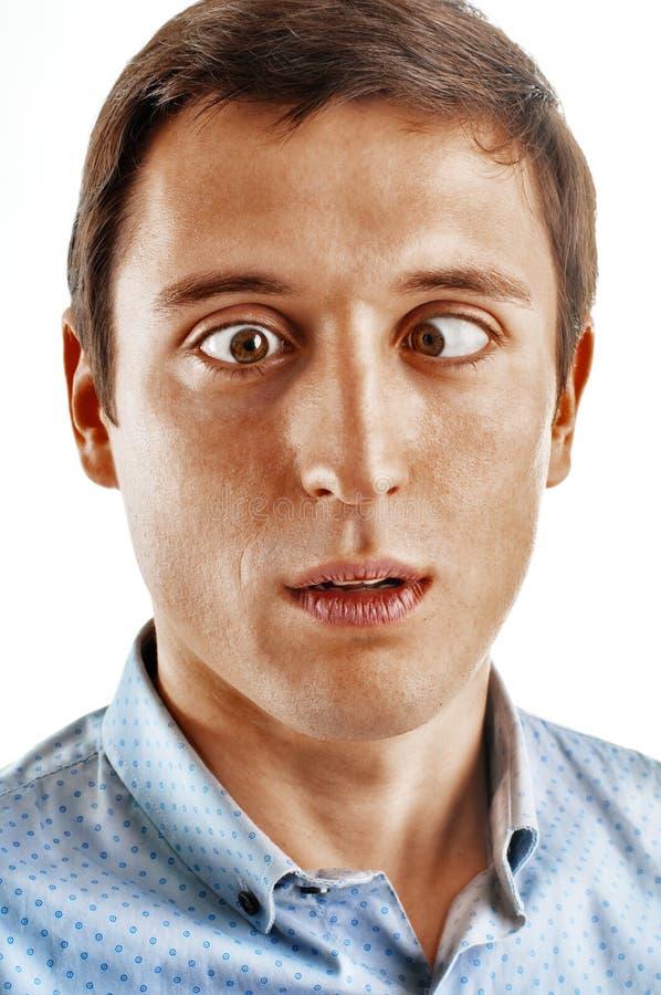 Portrait eines jungen Mannes mit gestörten Augen lizenzfreies stockbild