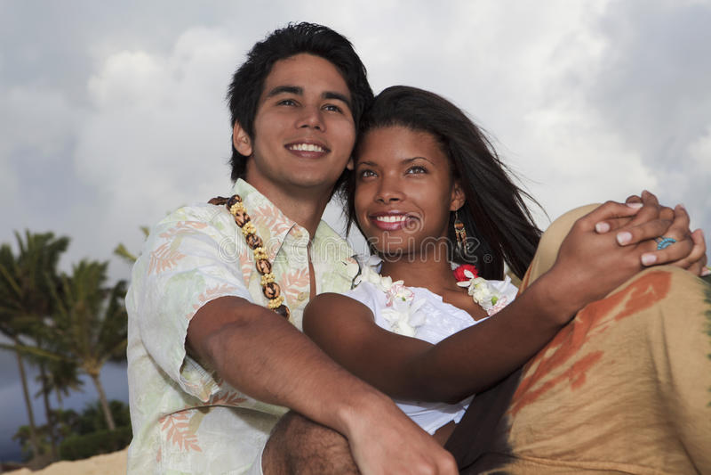 Portrait eines jungen Mischpaares stockfoto