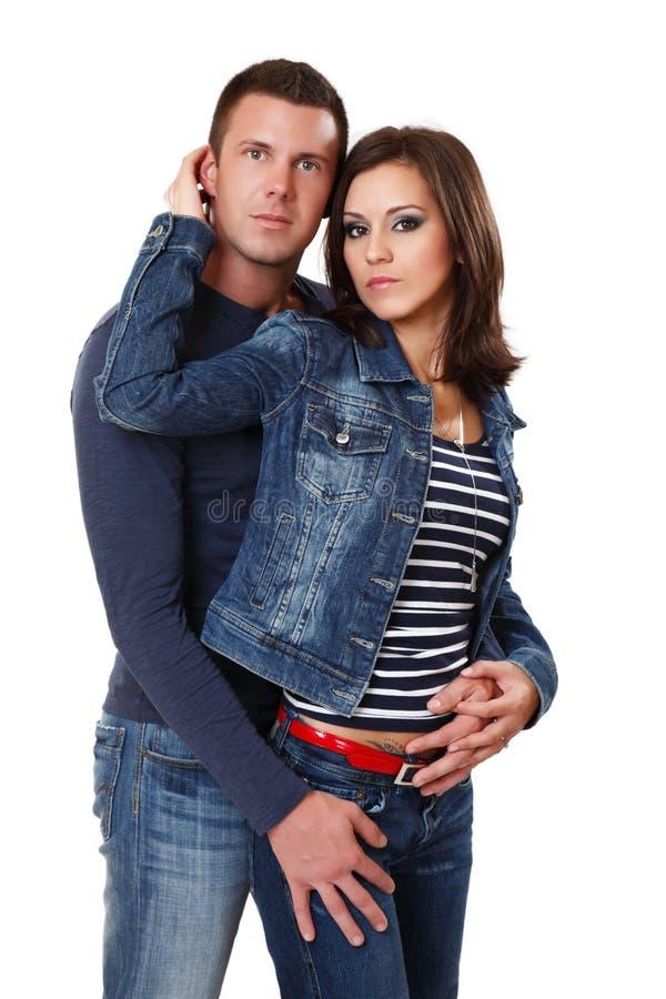 Portrait eines jungen Paares im Studio stockbilder