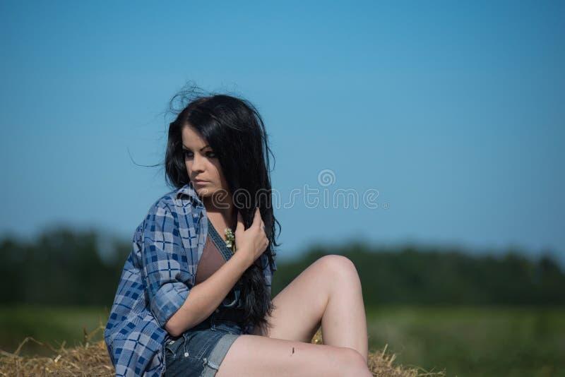 Portrait eines jungen schönen Mädchens lizenzfreie stockfotos