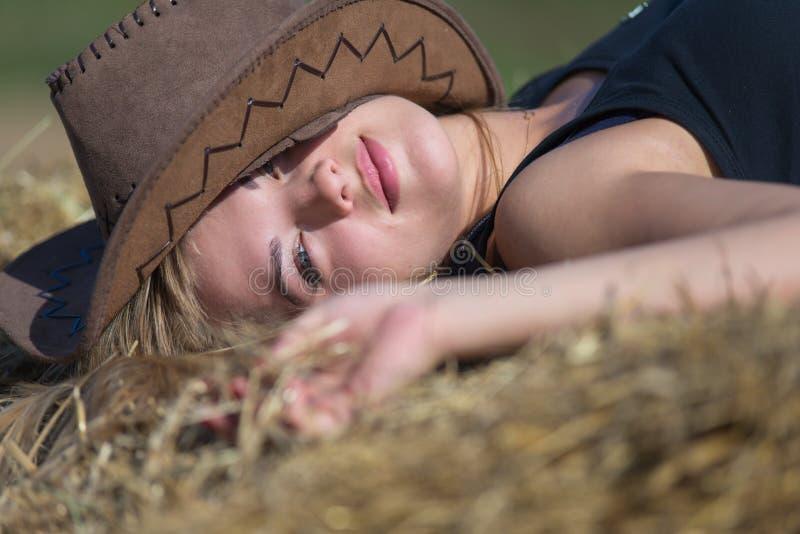 Portrait eines jungen schönen Mädchens stockfotografie