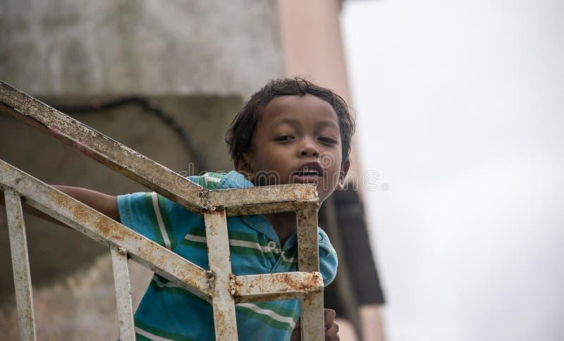 Portrait eines kleinen Jungen lizenzfreie stockfotos