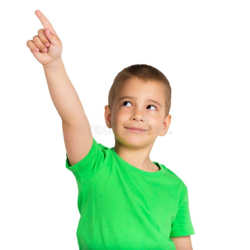 Portrait eines lächelnden kleinen Jungen Das Kind zeigt einen Finger oben und weg lizenzfreie stockbilder