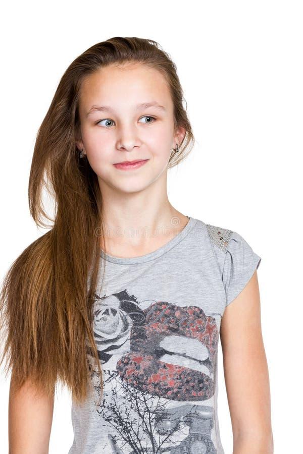 Portrait eines lächelnden Mädchens mit dem langen Haar stockfoto