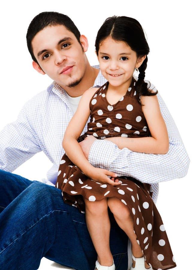 Portrait eines Mannes, der Mädchen umarmt lizenzfreie stockfotografie