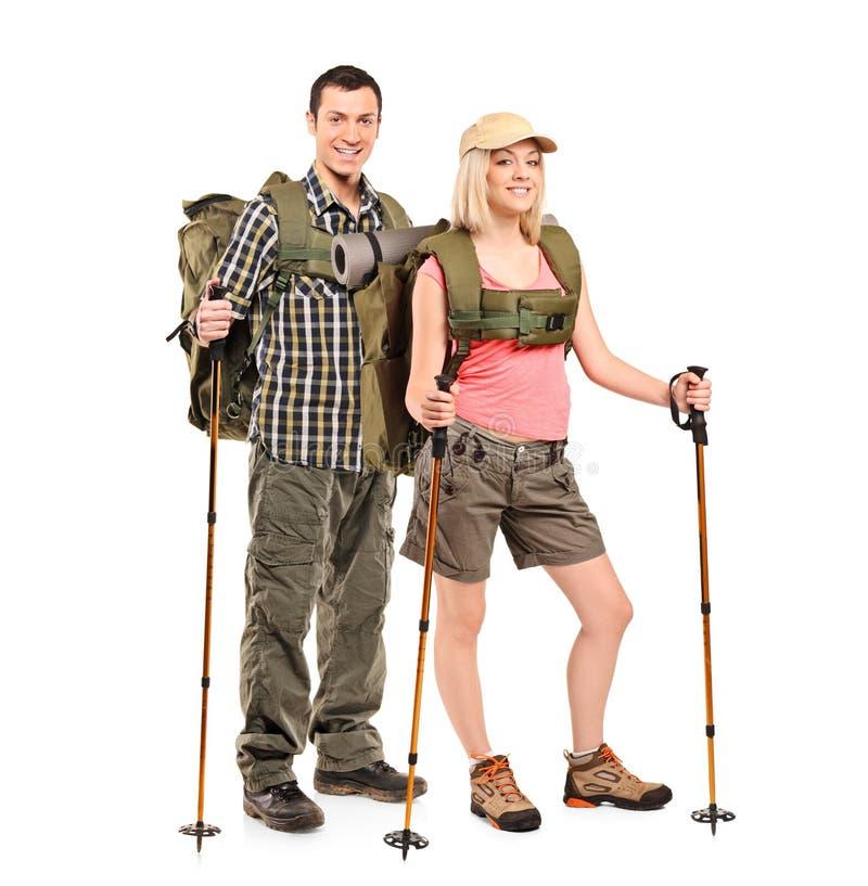 Portrait eines Mannes und der Frau mit Rucksäcken stockbilder