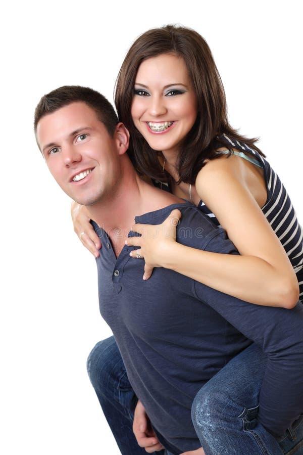 Portrait eines netten jungen Paares im Studio lizenzfreie stockfotografie
