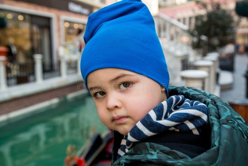 Portrait eines netten Jungen stockfotografie