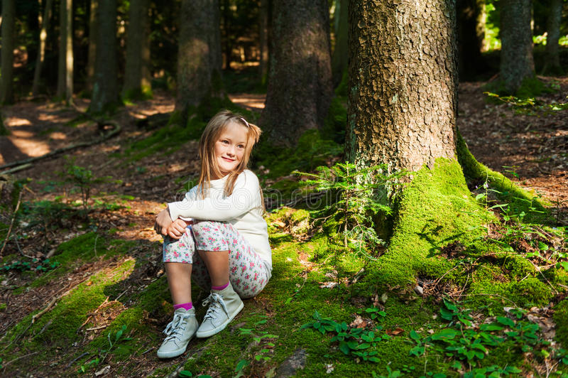 Portrait eines netten kleinen Mädchens stockbilder