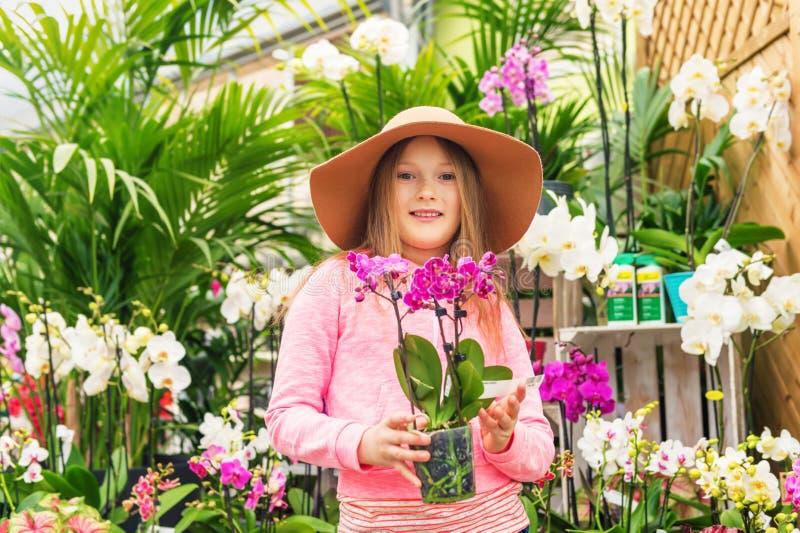 Portrait eines netten kleinen Mädchens stockfotografie
