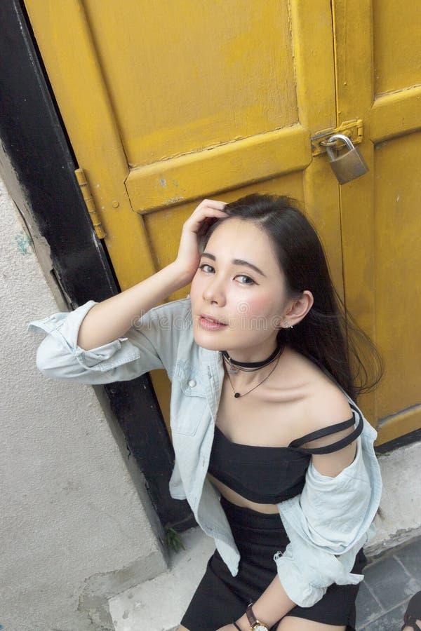 Portrait eines schönen asiatischen Mädchens lizenzfreies stockfoto
