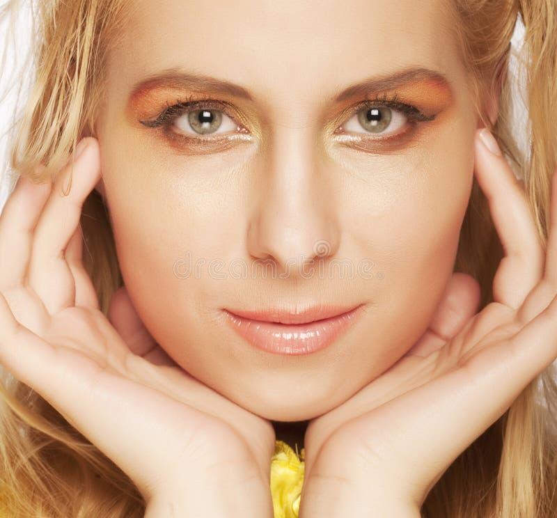 Portrait eines schönen blonden Mädchens stockbilder