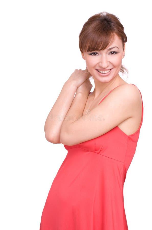 Portrait eines schönen Mädchens im roten Kleid stockbild