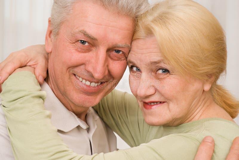 Portrait eines schönen Paares lizenzfreie stockbilder