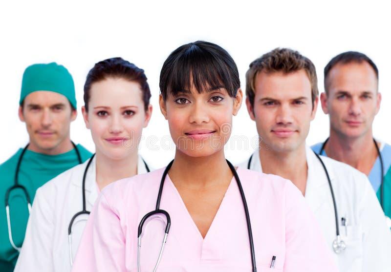 Portrait eines verschiedenen Ärzteteams lizenzfreies stockfoto