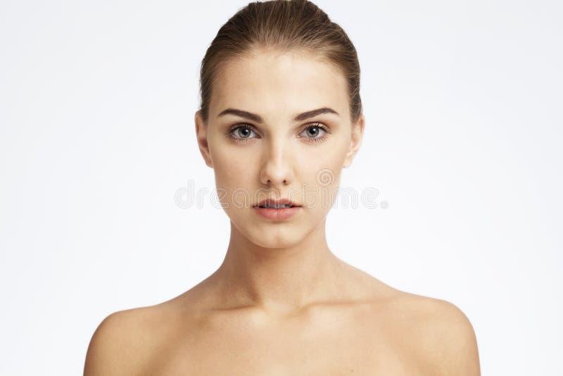 Portrait en gros plan de beauté d'une jeune femme photo libre de droits
