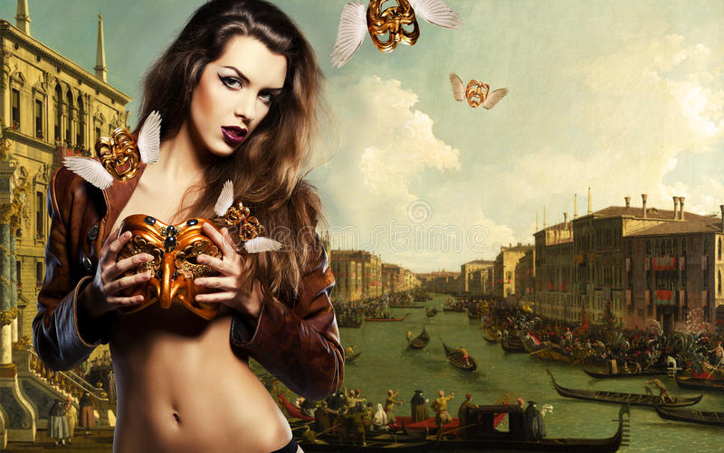 Portrait en gros plan de belle femme dans le masque de mascarade dans venic photographie stock libre de droits