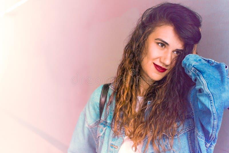 Portrait en gros plan de belle jeune femme photos libres de droits
