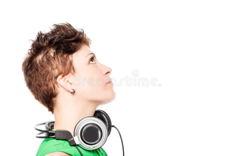 Portrait en gros plan de femme élégante du DJ sur un blanc photo libre de droits