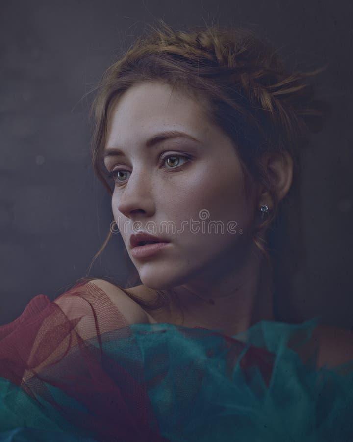 Portrait femelle d'art de miracle avec la belle femme adulte photographie stock