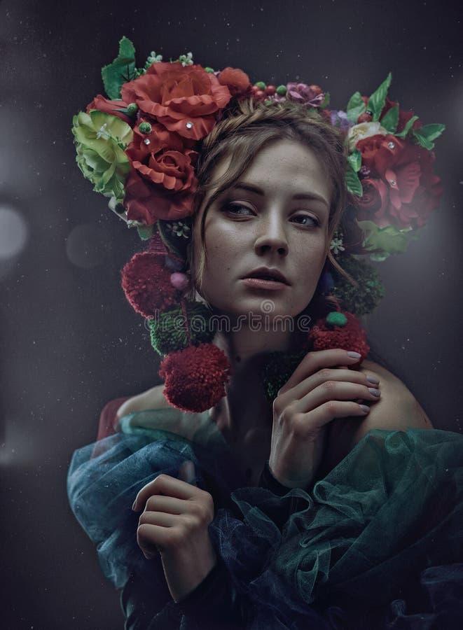 Portrait femelle d'art de miracle avec la belle femme adulte image libre de droits