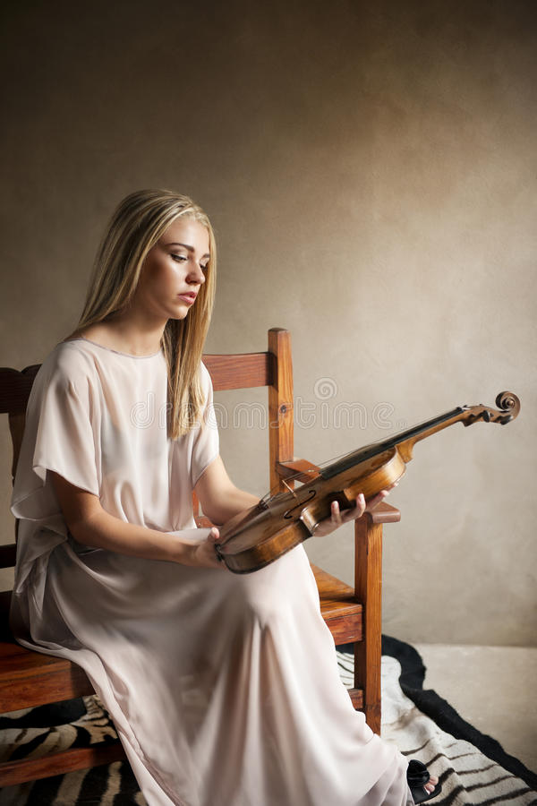 Portrait of feminine woman posing with a violin royalty free stock photos