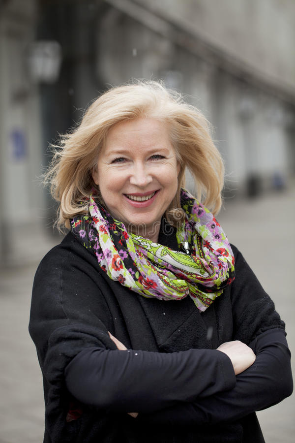 Portrait heureux d'une femme blonde pluse âgé photos libres de droits