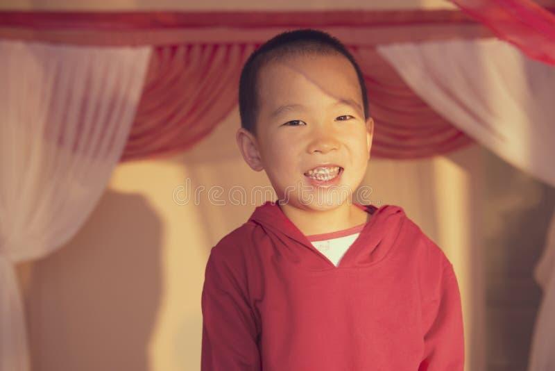 Portrait heureux de garçon images libres de droits