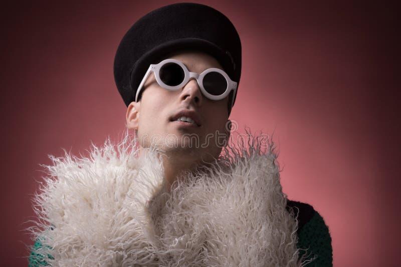 Portrait homosexuel gai théâtral photo stock