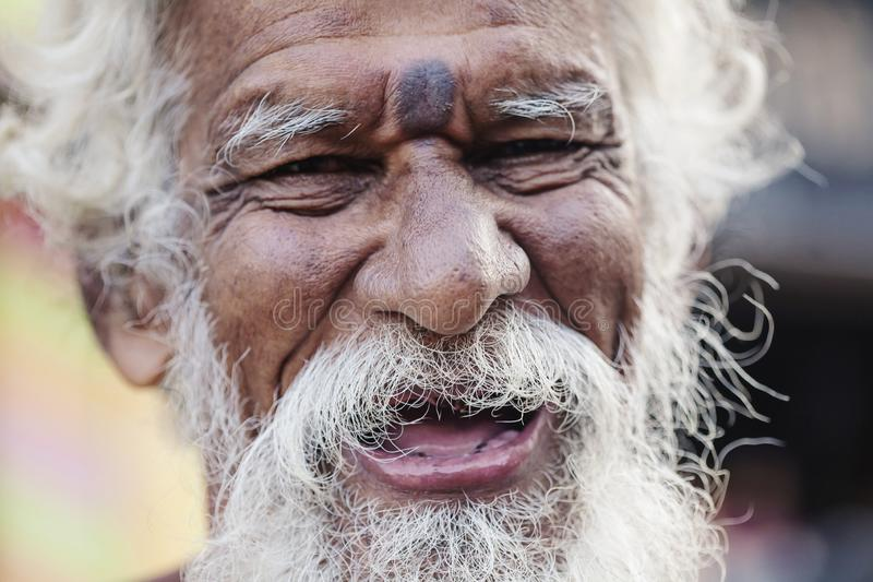 Portrait indien de plan rapproché d'homme supérieur image stock