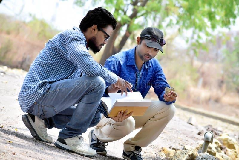 Portrait indien de plan rapproché d'un homme réfléchi images libres de droits