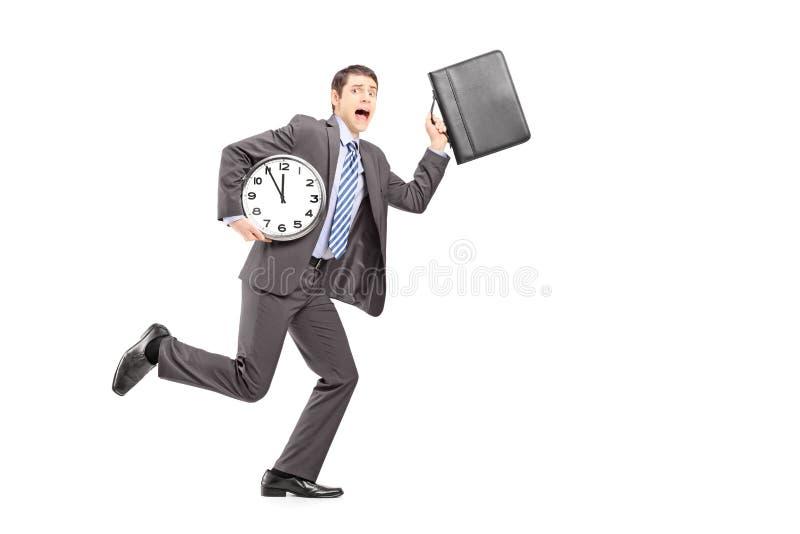 Portrait intégral d'un homme d'affaires occupé courant tard image libre de droits