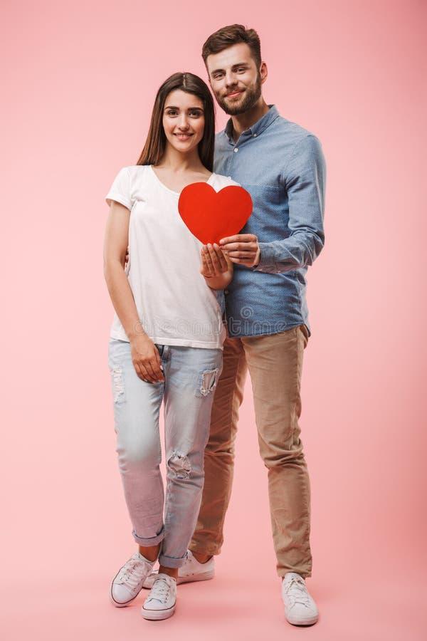Portrait intégral d'un jeune couple heureux photographie stock