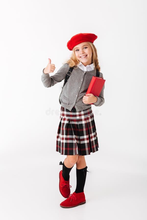 Portrait intégral d'une petite écolière gaie image libre de droits