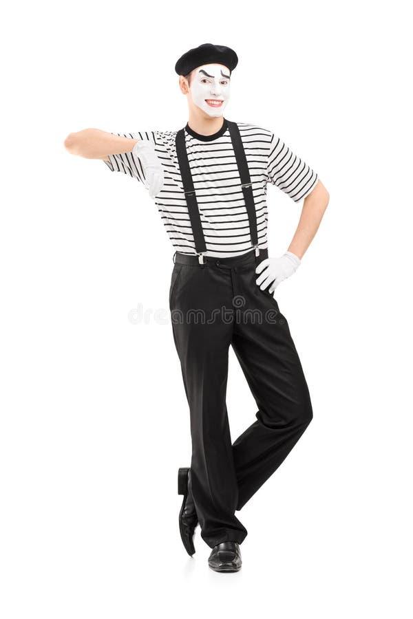 Portrait intégral d'une pose masculine d'artiste de pantomime photographie stock