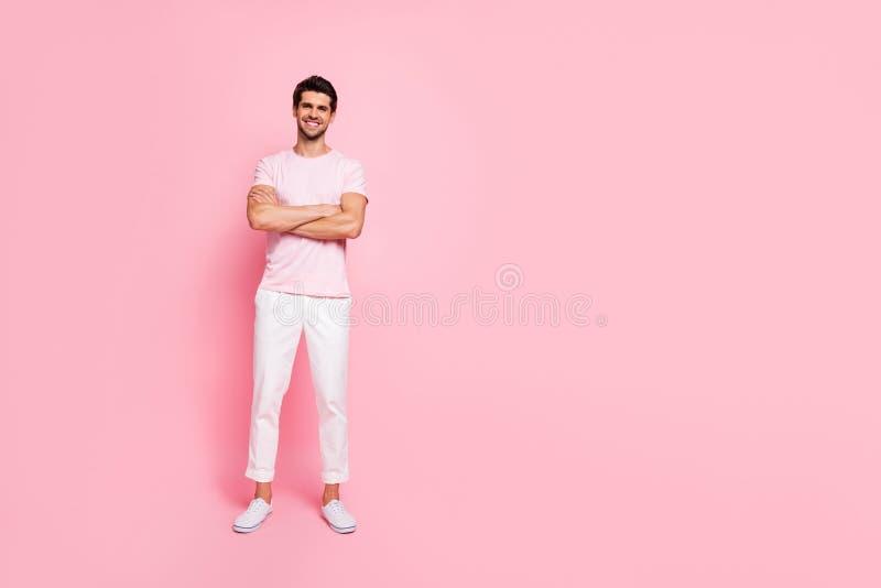 Portrait intégral de vue de taille du corps à lui il beau contenu gai gai musculaire viril beau attrayant gentil images stock
