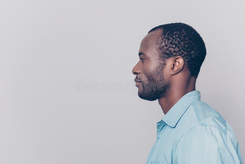 portrait latéral au visage de moitié de vue de profil de seri songeur réfléchi images stock